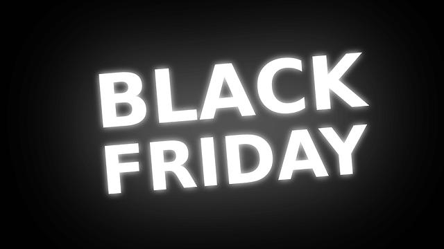 """Na imagem, está escrito """"black friday"""". O artigo discute se a expressão é um estrangeirismo ou um empréstimo linguístico."""
